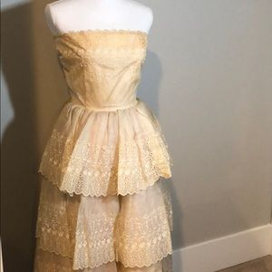 Vintage cream lace formal wedding dance dress